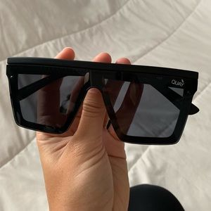 QUAY Australia Hindsight sunnies